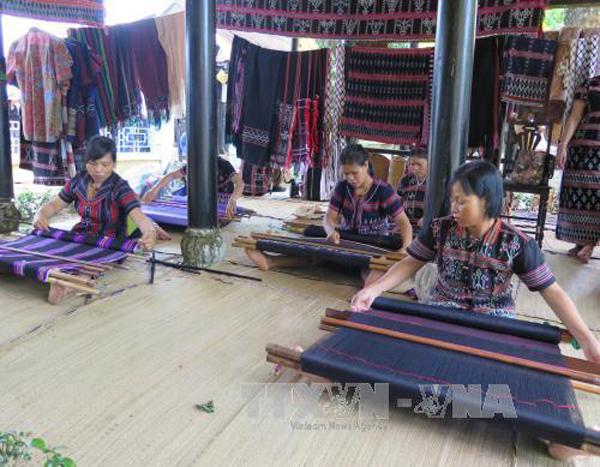 Lebih dari 300 artisan ikut pada Festival Kerajinan Tradisional  Hue-2017