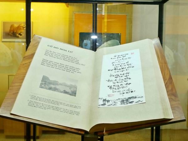 Buku sejarah tentang persajakan daerah Hoa Lu mendapat rekor sebagai naskah satu-satunya di dunia