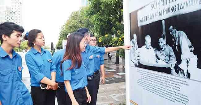 Banyak aktivitas memperingati ulang tahun ke-42 Pembebasan Vietnam Selatan dan Penyatuan Tanah Air diadakan