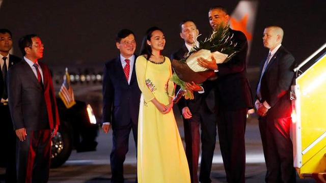 Media massa asing dengan serempak meliput berita tentang kunjungan Presiden AS, Barack Obama di Vietnam