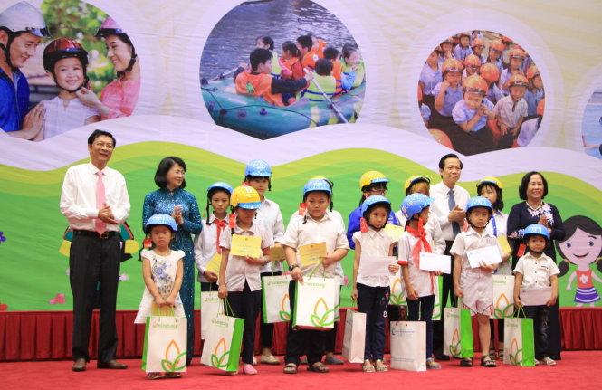 Mencanangkan Bulan aksi nasional demi anak-anak tahun 2016