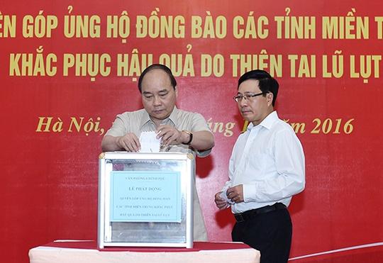Seluruh negeri   berkiblat ke  warga  Vietnam Tengah untuk mengatasi akibat bencana alam banjir