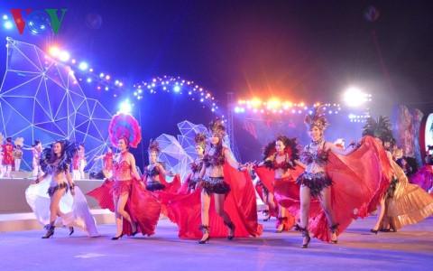 Rực rỡ sắc màu đêm hội Carnaval Hạ Long 2016