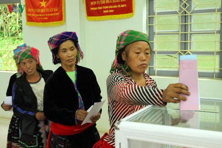 Cử tri cả nước nô nức trong ngày hội bầu cử