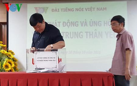 越南全国人民心系中部灾民