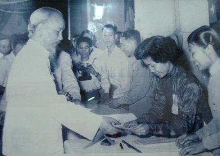 En Hanoi exposición sobre Presidente Ho Chi Minh en primeras elecciones generales