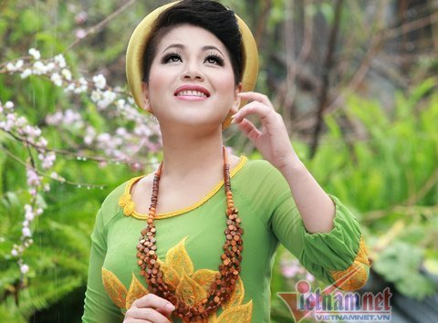 Anh Tho, voz de la música revolucionaria vietnamita