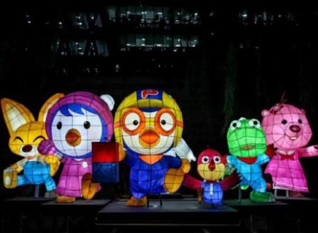 Celebran primer festival de faroles gigantes en Vietnam