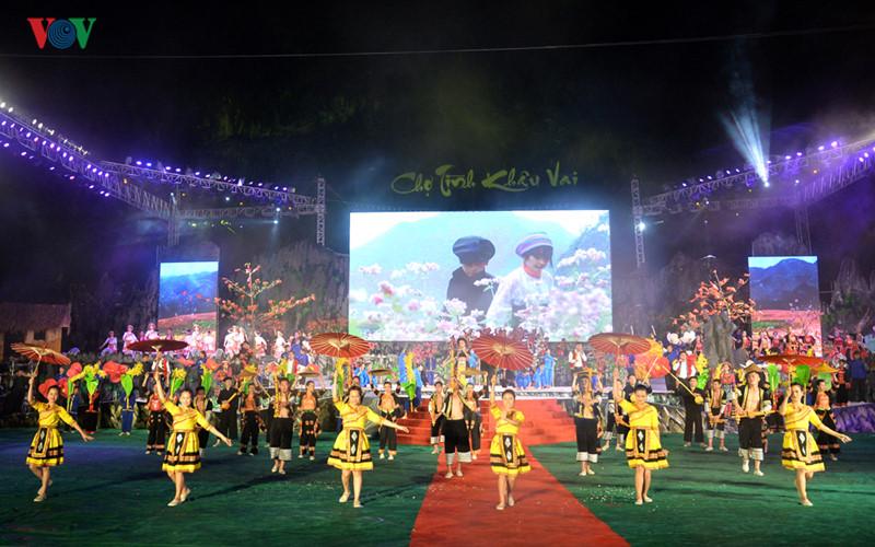 Inauguran el Mercado del Amor de Khau Vai 2017