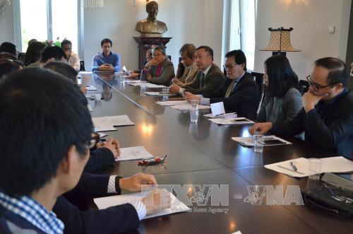 Exponen aportes de intelectuales vietnamitas residentes en Suiza a su Patria