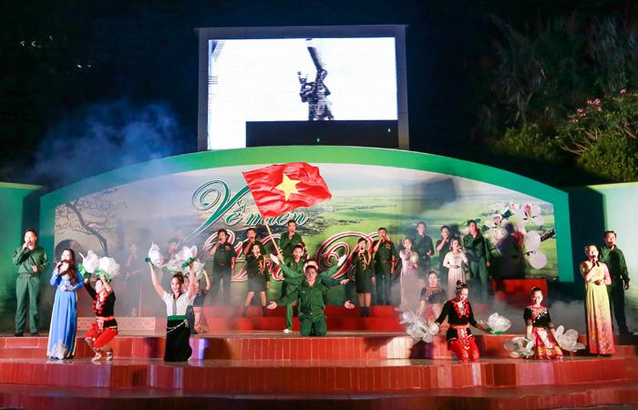 Conmemora el pueblo vietnamita 42 años de la reunificación nacional