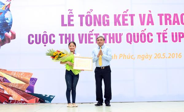 Pelajar Vietnam merebut hadiah Pertama Sayembara Menulis Surat Internasional (UPU) yang ke-45