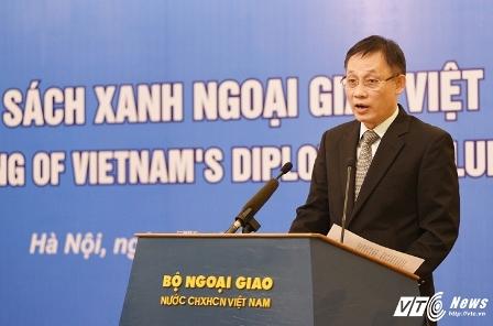 """Lần đầu tiên công bố """"Sách Xanh ngoại giao Việt Nam 2015"""""""