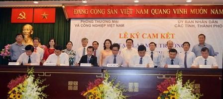 VCCI và 21 tỉnh, thành phố ký cam kết về tạo lập môi trường kinh doanh thuận lợi cho doanh nghiệp