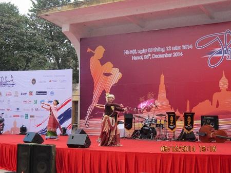 ศึกษาค้นคว้าวัฒนธรรมและการท่องเที่ยวไทยผ่านงาน