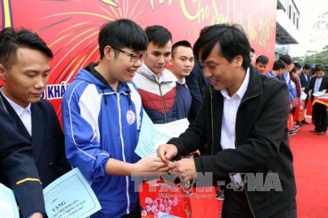 Poor people receive aid for Tet celebration