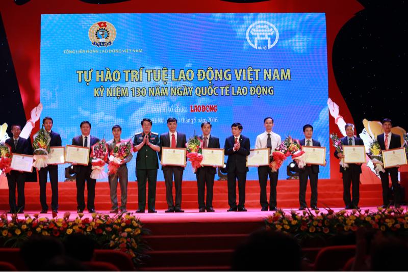 Journée internationale du Travail : fiers de l'intelligence des travailleurs vietnamiens