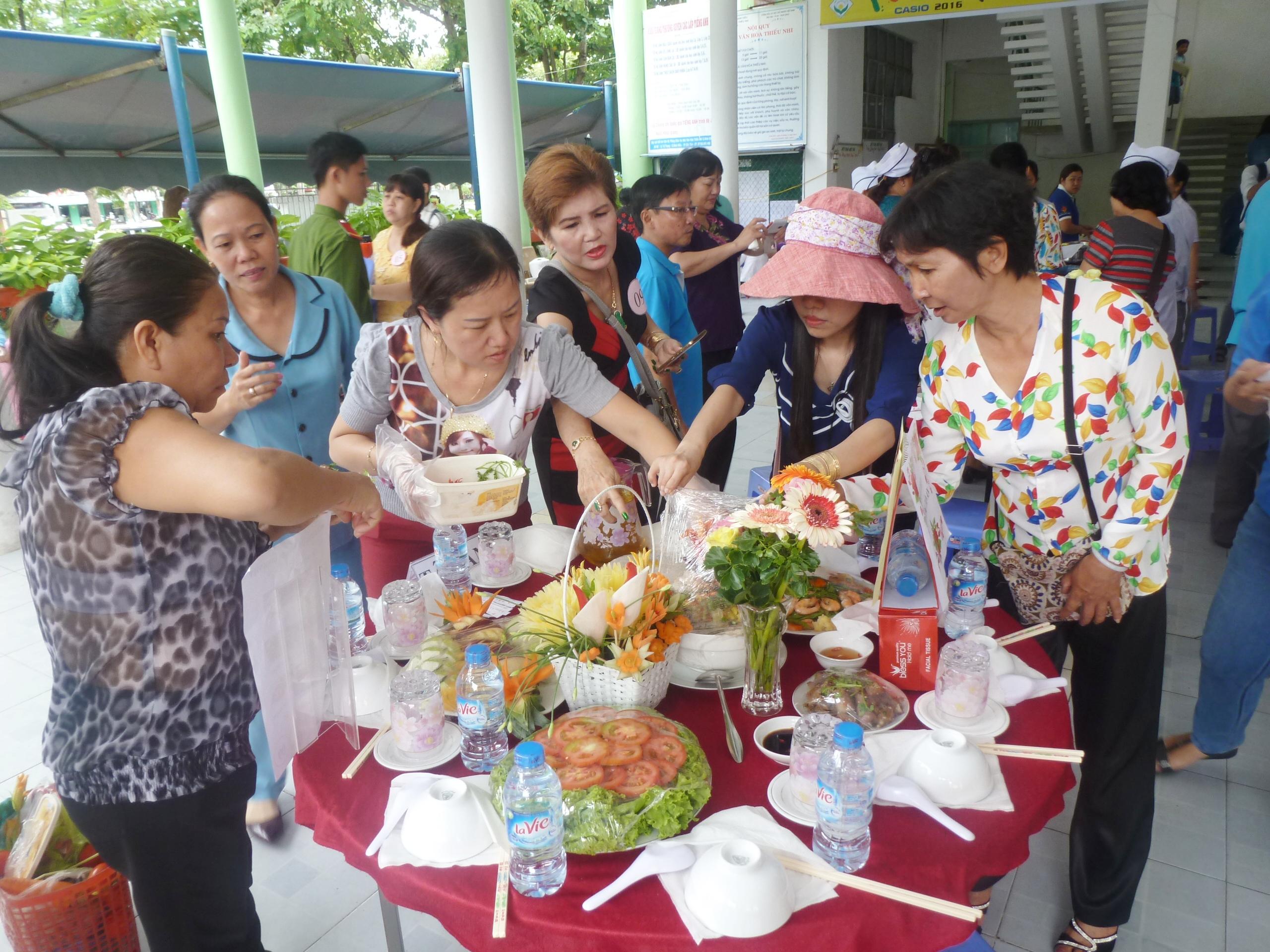 Diverses activités en l'honneur de la journée de la famille vietnamienne