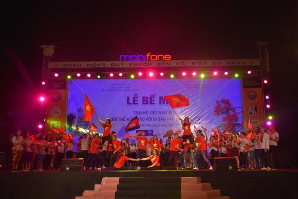 Clôture du camp d'été 2016 pour les jeunes Vietkieu