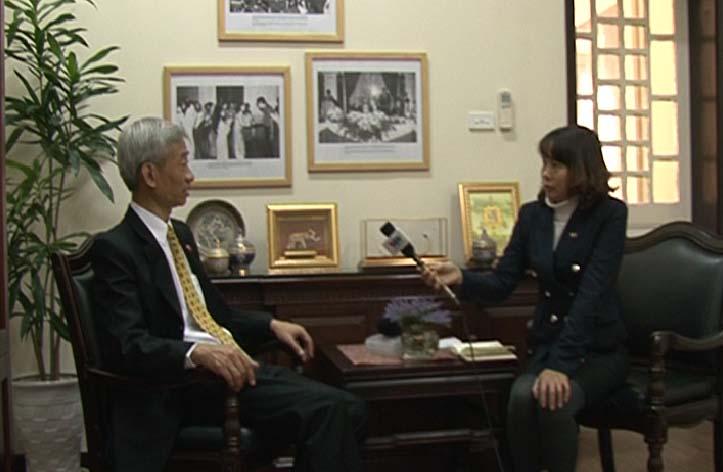 ท่าน ปัญญารักษ์ พูลทรัพย์ เอกอัครราชทูตไทยประจำเวียดนามให้สัมภาษณ์ผู้สื่อข่าวสถานีวิทยุเวียดนาม