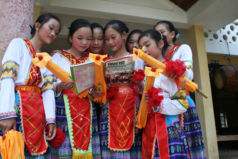 Kaum anak etnis minoritas turut mengkonservasikan dan mengembangkan kebudayaan Vietnam