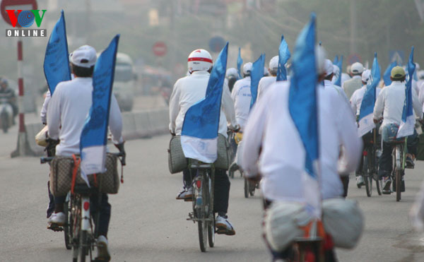 Elderly bicyclists support Vote for Ha Long Bay Campaign