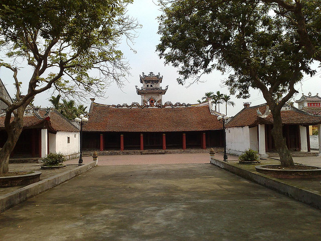 Kompleks situs peninggalan sejarah dan  budaya yang unik di kabupaten Hai Hau, provinsi Nam Dinh