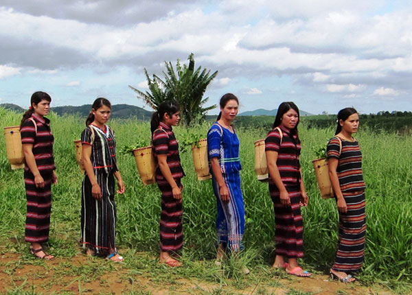 Kejuruan mengayam keranjang gendongan  dalam kehidupan warga etnis K'ho