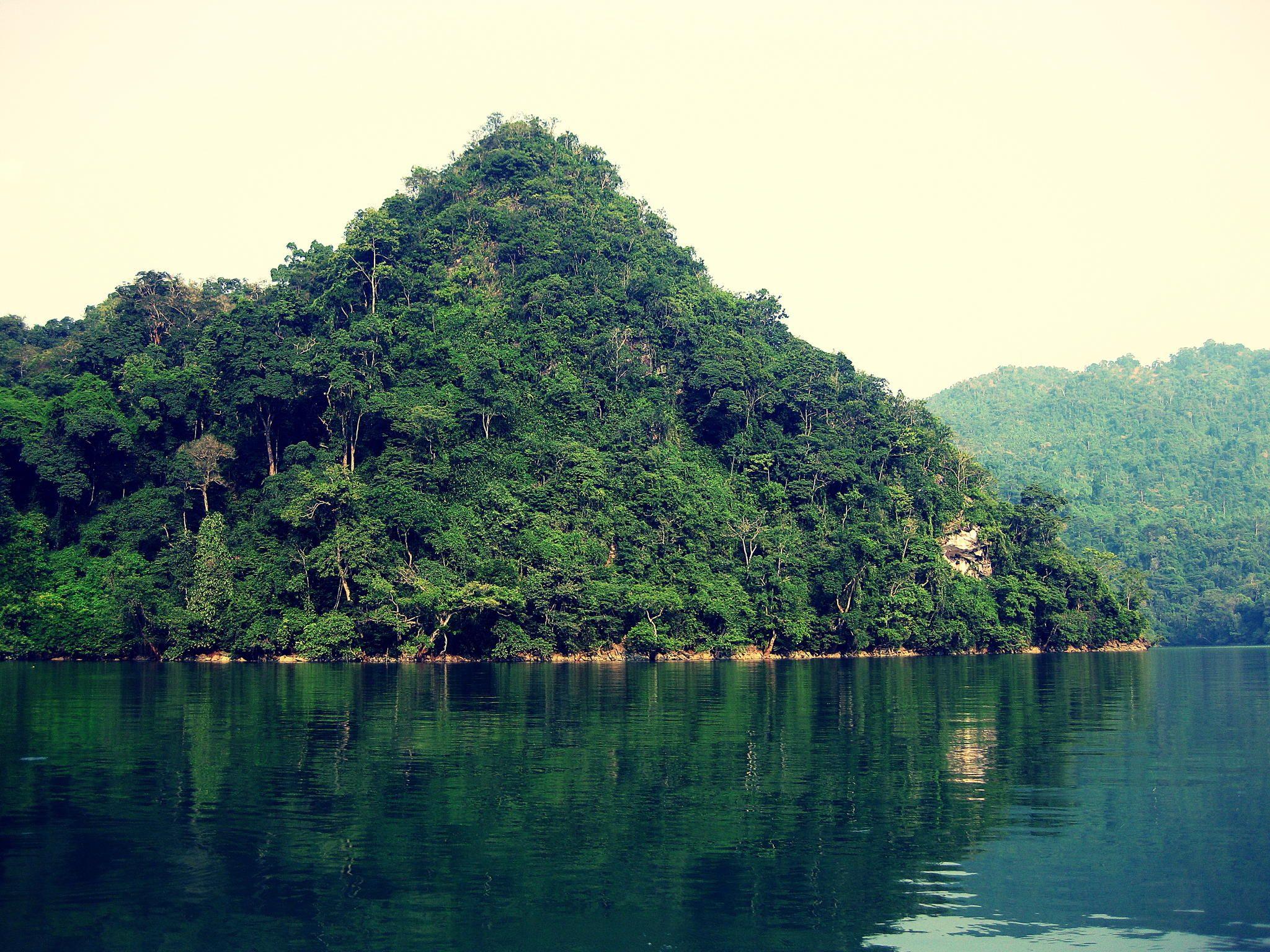 Danau Ba Be: Danau air tawar  yang paling besar  di lereng  gunung  di Vietnam