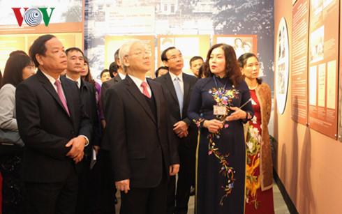 """Sekjen  KS PKV, Nguyen Phu Trong menghadiri upacara pembukaan pameran: """"Sekjen  KS PKV Truong Chinh-murid  terkemuka dari Presiden Ho Chi Minh"""""""