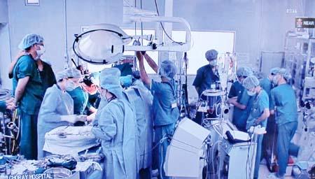 Instansi kesehatan Vietnam terus menggelarkan secara sinkron solusi-solusi menuju  ke  pemuasan semua orang