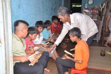 ダクラク省における「コミュニティ頼りの子供保護」クラブ