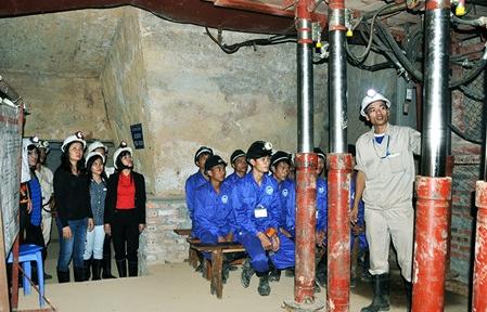 クアンニン省の石炭採掘体験ツアー