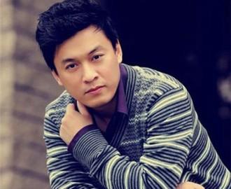 男性歌手ラムチュオン(Lam Truong)の歌