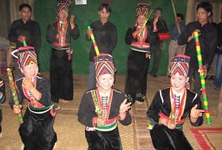 「トム」というコム族の民謡