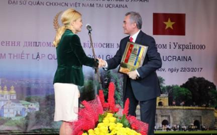 ベトナム・ウクライナ国交樹立記念式典