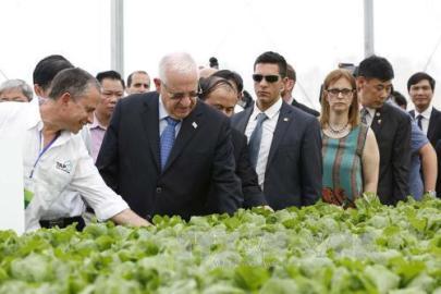 イスラエル大統領夫妻、ビンフク省を視察