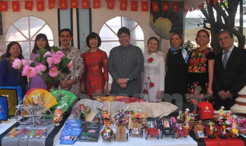 ベトナム メキシコの国際文化週間に参加