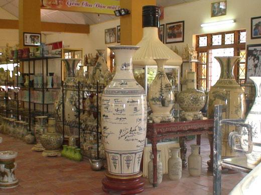 Keramik Chu Dau inti sari kebudayaan Vietnam