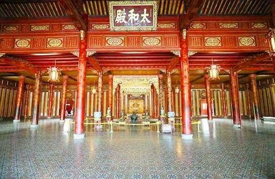 Persajakan di atas arsitektur Istana Kerajaan Hue-Pusaka Dokumen Baru Dunia
