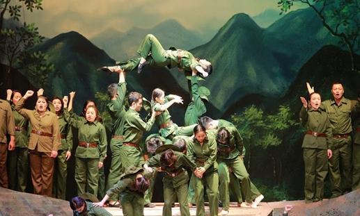 Opera Daun Merah-Kombinasi yang harmonis antara musik akademik dan musik tradisional