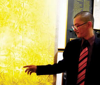 Pelukis Phan Hai Bang dan bahan kesenian baru yang bernama Truc Chi