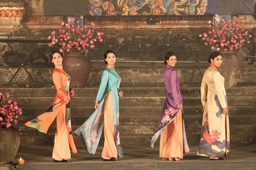 Festival Ao Dai Hanoi, menyampaikan pesan budaya