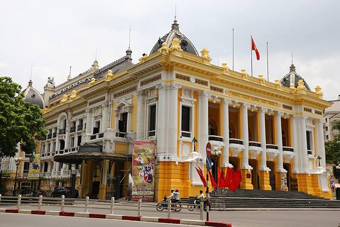 Seni opera Tuong dipertunjukkan di Gedung Teater Besar Hanoi