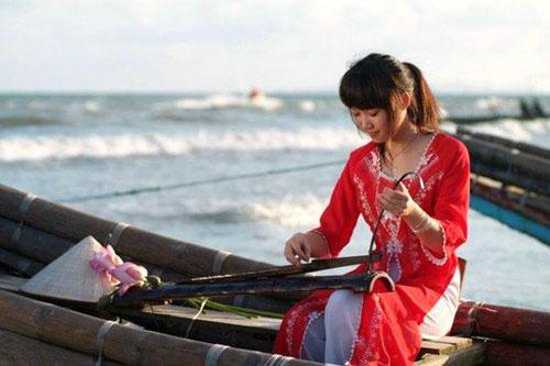 Dan Bau kental dengan inti sari kebudayaan Vietnam