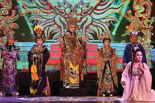 Seniwati Unggul Truc Linh, orang yang sepenuh hati mewariskan kesenian kepada seni  opera klasik Cai Luong dan seni Don Ca Tai Tu