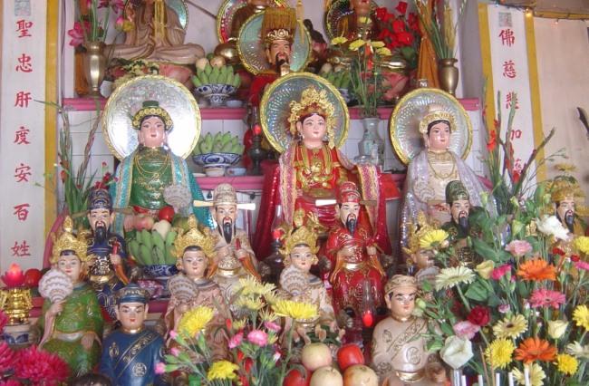 Keyakinan memuja Tri Dewi Ibunda dari orang Vietnam: Memuliakan nilai-nilai yang kekal abadi