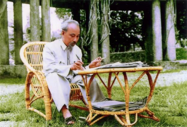 Pekerjaan membangun Partai dikaitkan dengan pekerjaan belajar fikiran, moral dan gaya Ho Chi Minh