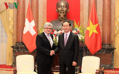 Vietnam mementingkan pengokohan dan pengembangan hubungan dengan Swiss
