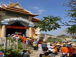 Spring pilgrimage – an inevitable Vietnamese custom